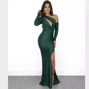 The Boutique Elite Dress in Emerald Size Large
